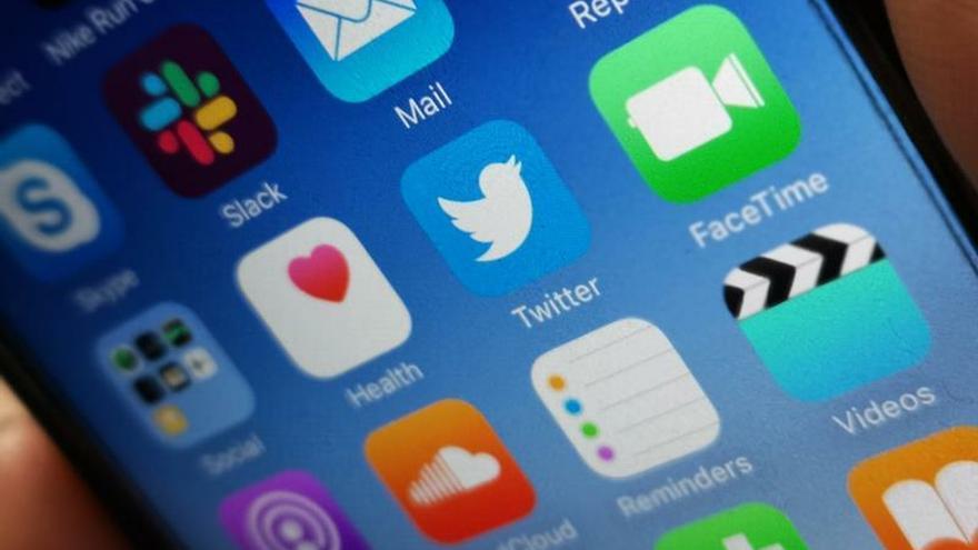 Millennials eligen redes sociales para informarse, generación X opta por TV