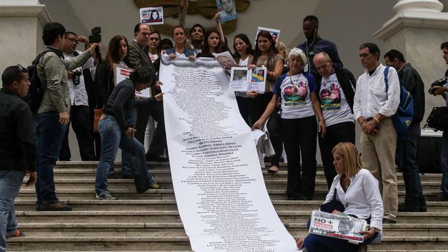 La Cámara venezolana recibe una carta de los parientes de los políticos presos entregada a la OEA