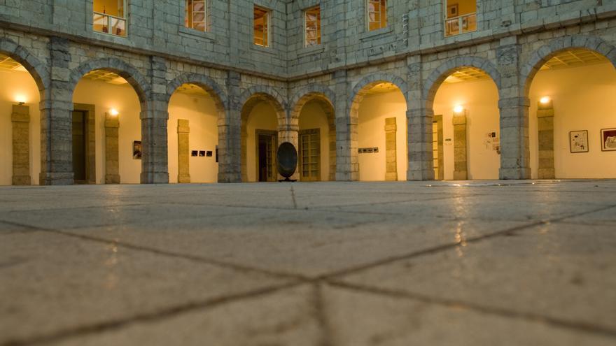 Patio central del Parlamento de Cantabria. | JOAQUÍN GÓMEZ SASTRE