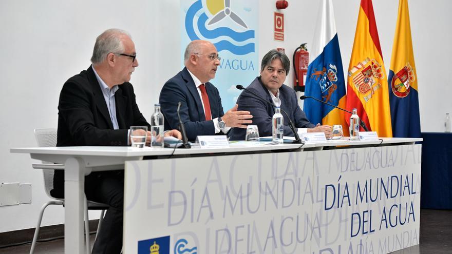 El consejero de Sector Primario y Soberanía Alimentaria, Miguel Hidalgo; el presidente del Cabildo, Antonio Morales; y el gerente del Consejo Insular del Agua de Gran Canaria, Gerardo Henríquez