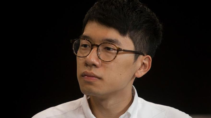 """Activistas de la """"revolución de los paraguas"""" entran en el Parlamento hongkonés"""