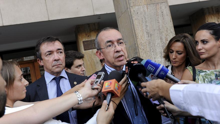 """El rey elogia a Carrillo como """"una persona fundamental en la transición"""""""