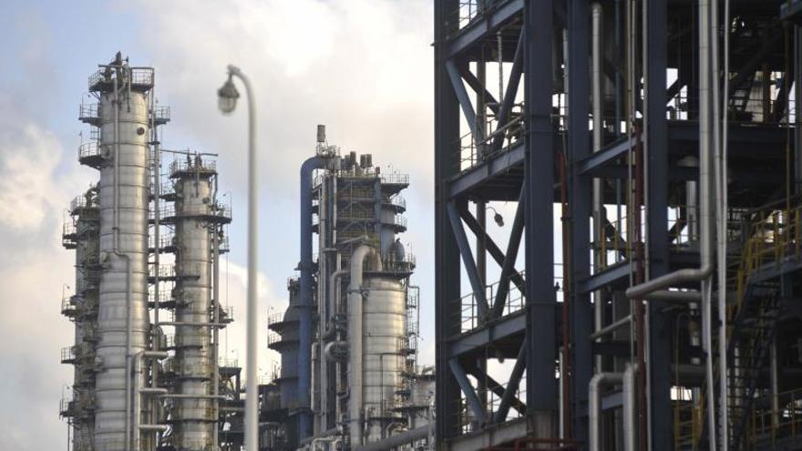 El petróleo de Texas abre con un alza del 2,91 % hasta 30,75 dólares