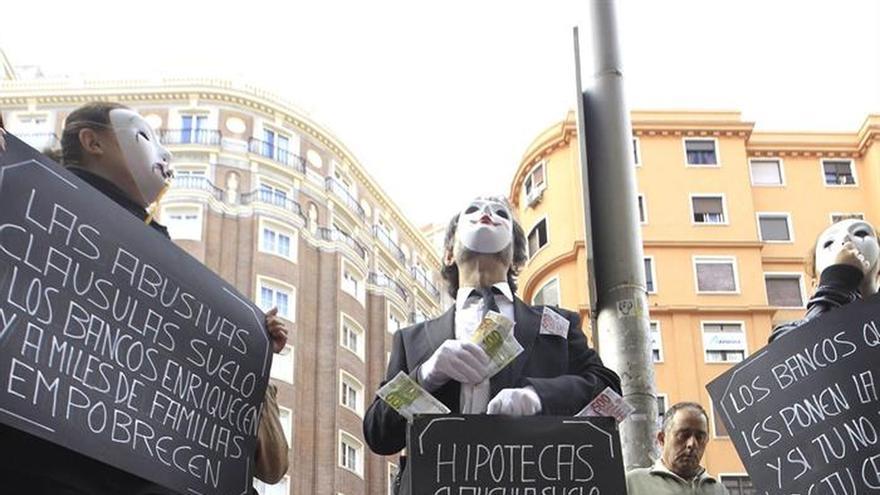 Imagen de una protesta contra las cláusulas abusivas.