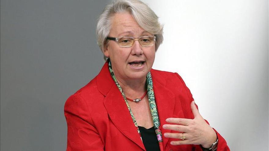 Abren el proceso de retirada del doctorado a una ministra alemana por plagio