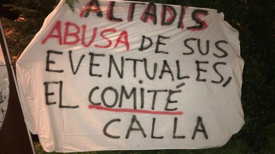 Una de las numerosas pancartas que denuncia la situación de los eventuales de Altadis.