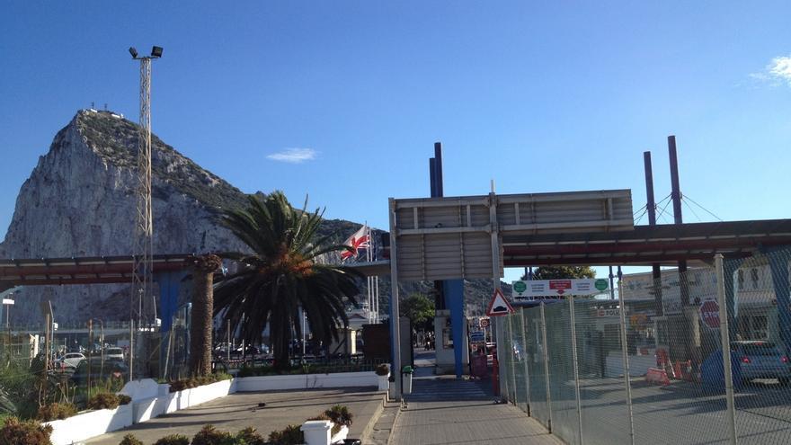 La verja que separa La Línea de Gibraltar