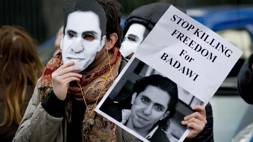 Manifestantes en solidaridad con Raif Badawi frente a la embajada saudí en Roma, el 9 de enero de 2015. Imagen de Stefano Montesi para Demotix