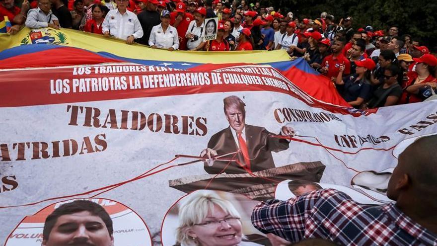 """El chavismo se moviliza con una marcha """"antivendepatria"""" en Caracas"""
