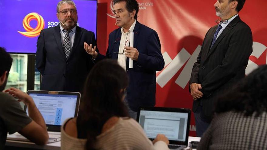 """Societat Civil lanza su campaña para recuperar """"seny"""" y frenar independentismo"""
