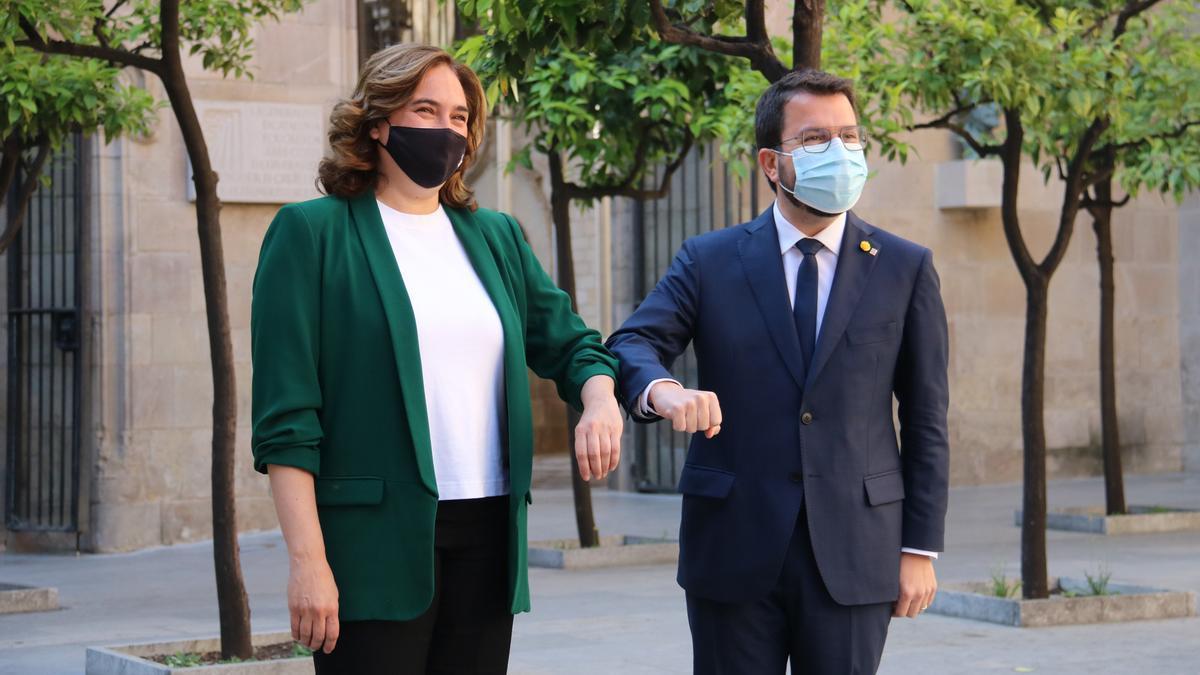 Ada Colau y Pere Aragonès, justo antes de reunirse en el Palau de la Generalitat