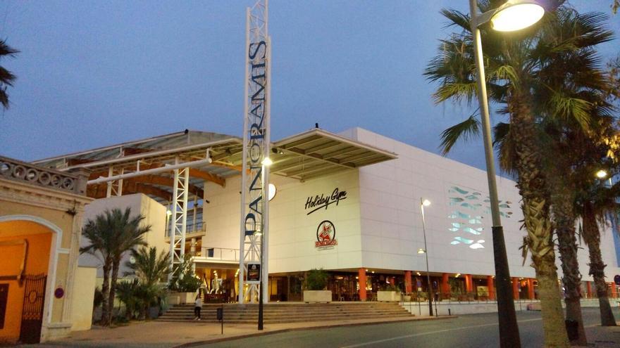 Acceso al centro comercial Panoramis
