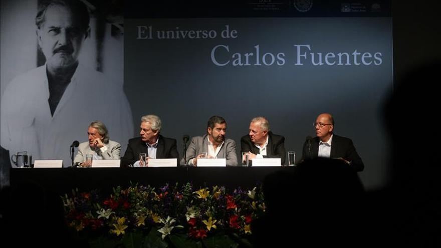 Intelectuales rinden homenaje a Carlos Fuentes en el primer aniversario de su muerte