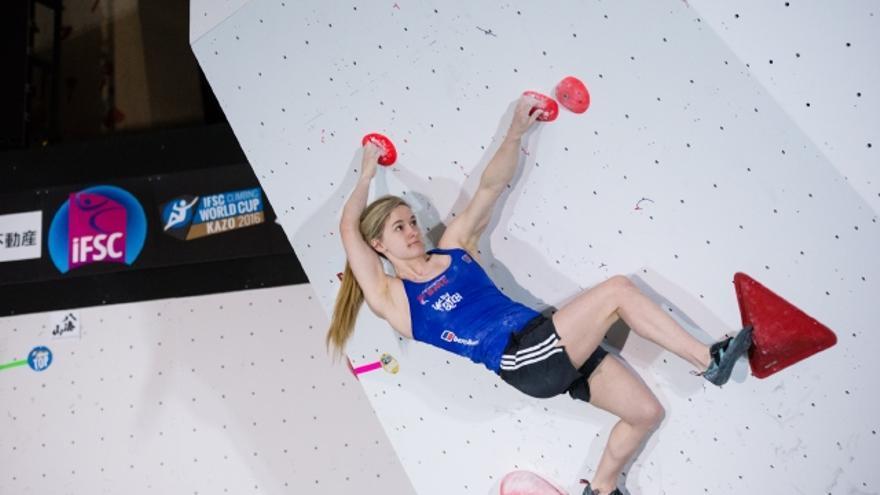 Shauna Coxsey durante la prueba celebrada en Kazo, Japón (© IFSC /Eddie Fowke).