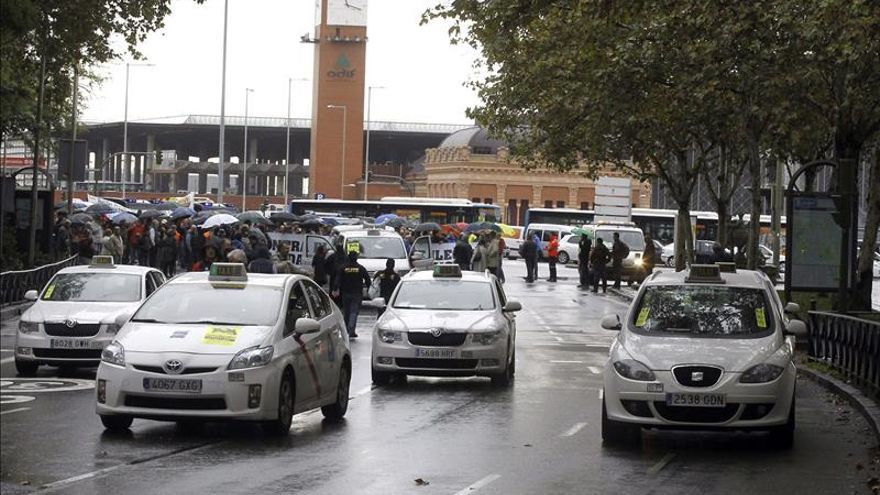 Manifestación de taxistas en Madrid contra Uber. / Efe