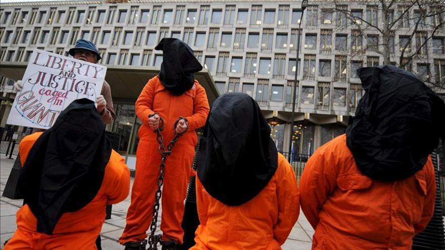 Políticos y famosos piden la liberación del último preso británico en Guantánamo
