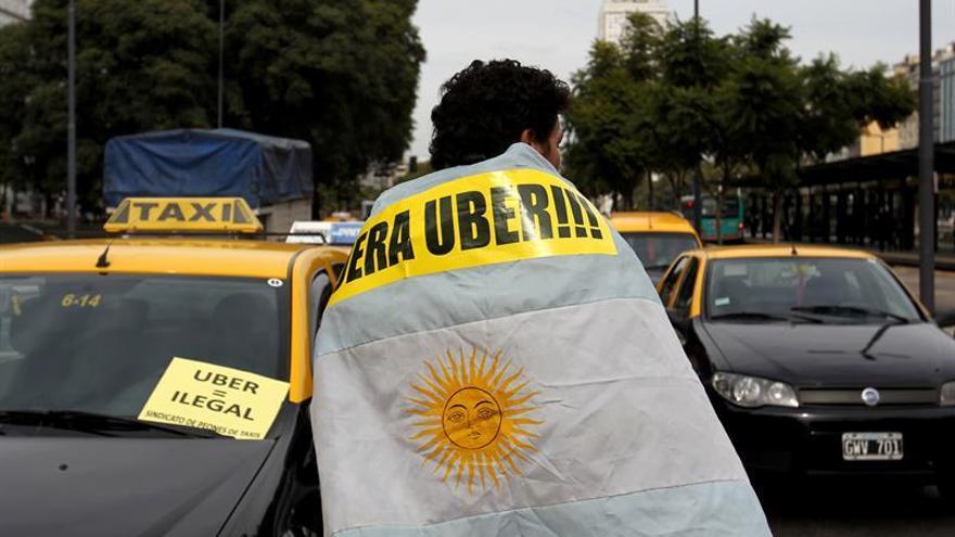 Comienza el debate legislativo para aplicar millonarias multas a Uber en Taiwán