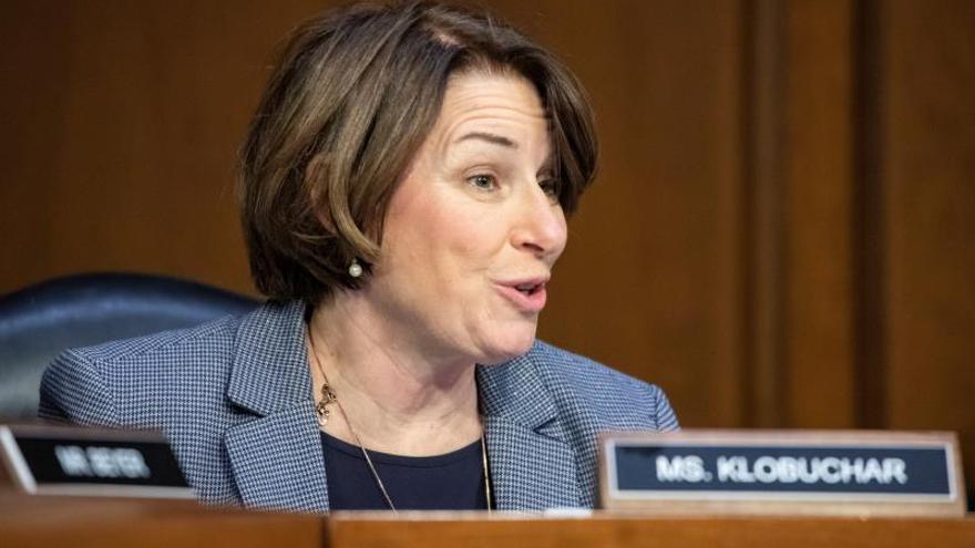 The New York Times anuncia su apoyo a las senadoras Klobuchar y Warren