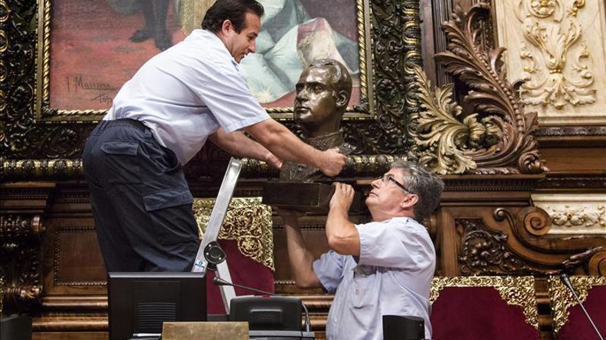 El Gobierno demanda al Ayuntamiento de Barcelona por no colocar el retrato del Rey