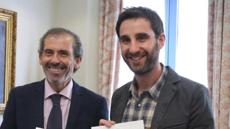 El decano, con Dani Rovira, cuando este se convirtió en presidente de honor | Instagram