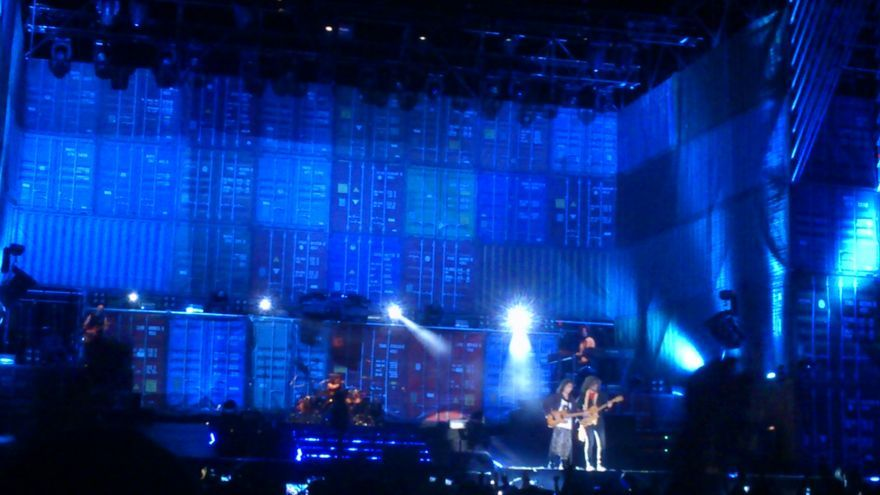 Un momento del concierto con el que Extremoduro cerró su gira española.