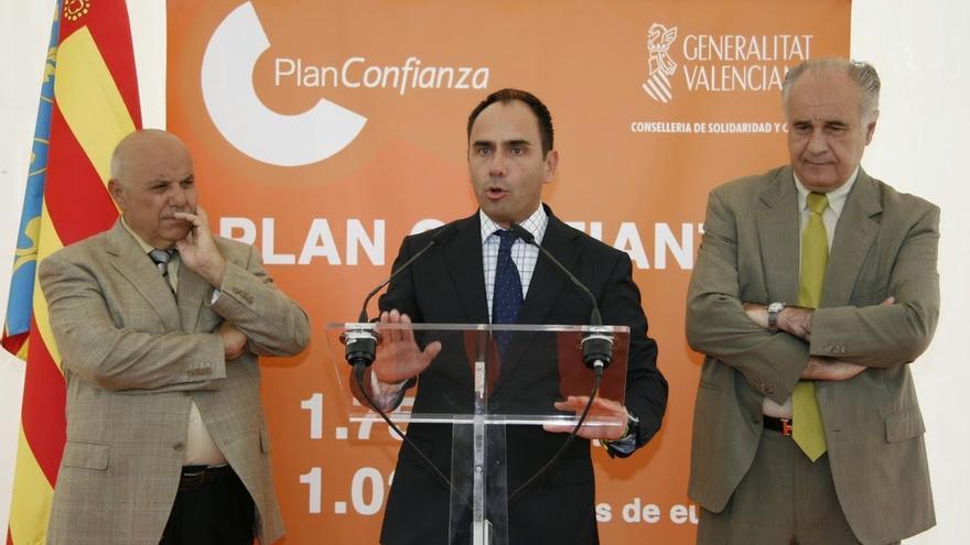El alcalde de San Antonio de Benagéber, Eusebio Cañizares, el presidente del PP local, Felipe del Baño, y el exconseller Rafael Blasco.