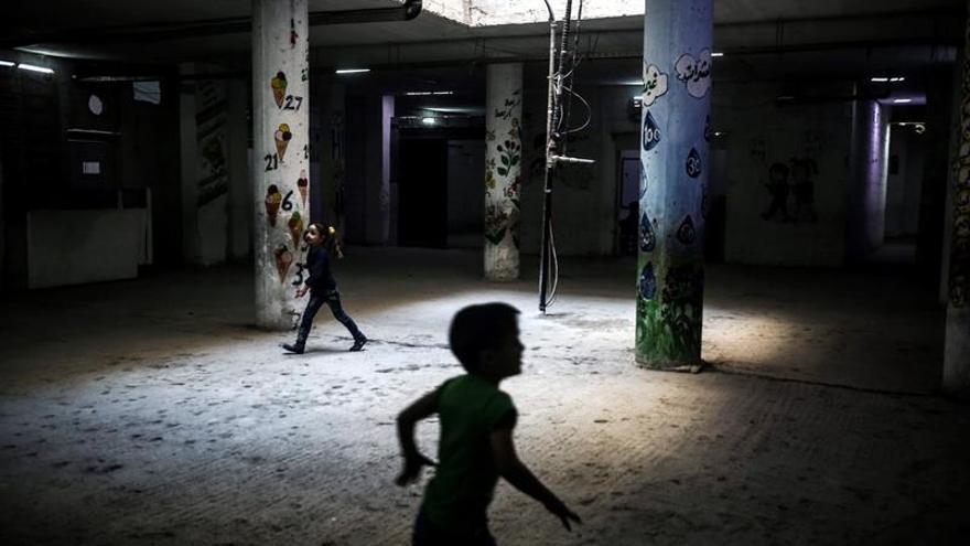 Al menos 33 muertos por un bombardeo de la coalición contra una escuela en Al Raqa