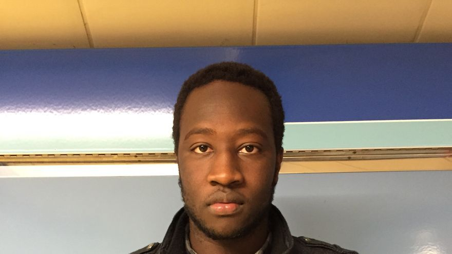 Mohamed nació en Huesca y ha vivido varias situaciones en las que le han pedido la documentación, en su opinión, por ser negro.