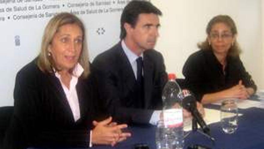Inmaculada Acosta, junto a Mercedes Roldós y José Manuel Soria.