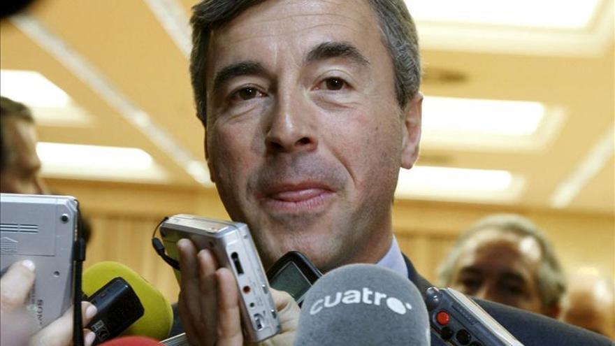 El juez Ruz imputa al exministro Ángel Acebes y le llama a declarar el martes