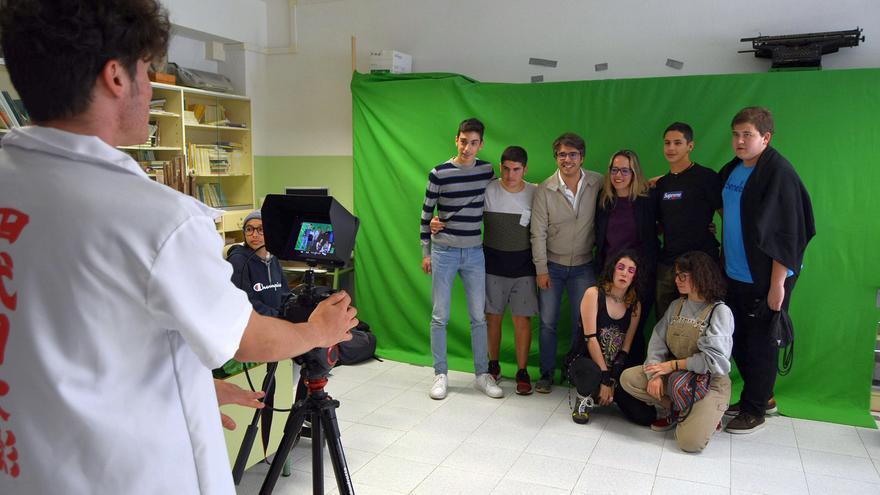 Susana Machín con un grupo de alumnos.