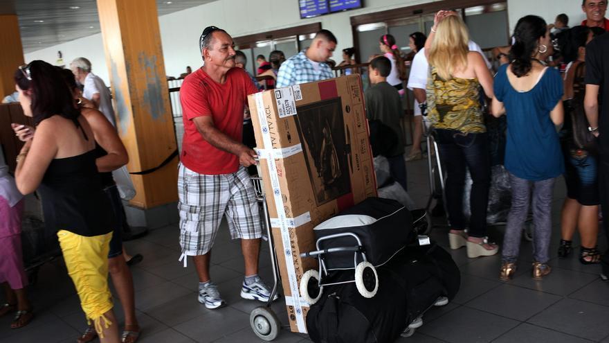 Abogan en Cuba por encarar creciente emigración y sacar partido a retornados