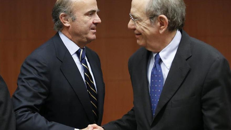 """De Guindos dice que ningún gobierno """"racional"""" tocará la reforma laboral"""