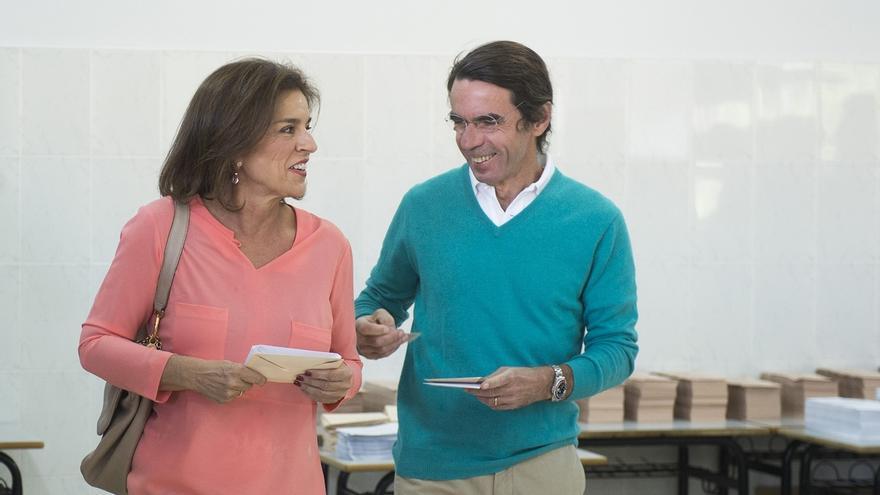 Botella acude a votar acompañada de Aznar