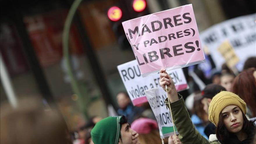 Miles de personas se manifiestan en Madrid contra la ley del aborto en una foto de archivo