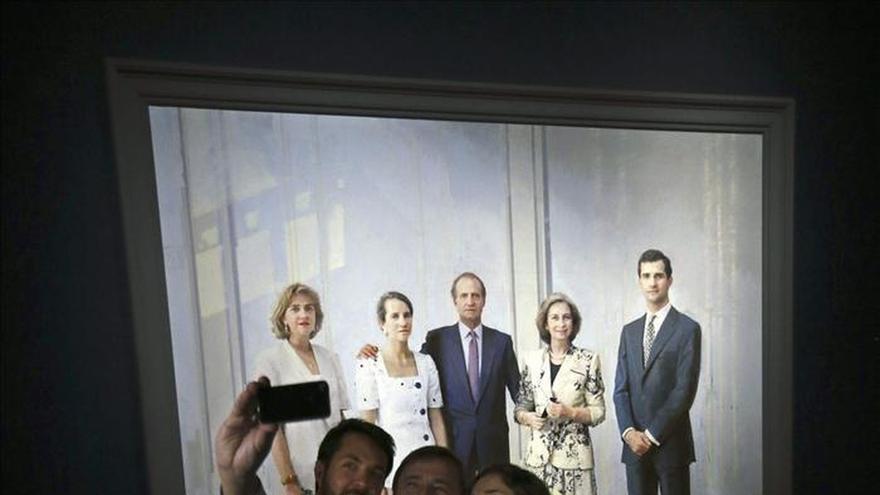 Desvelado por fin el cuadro de la Familia Real de Antonio López