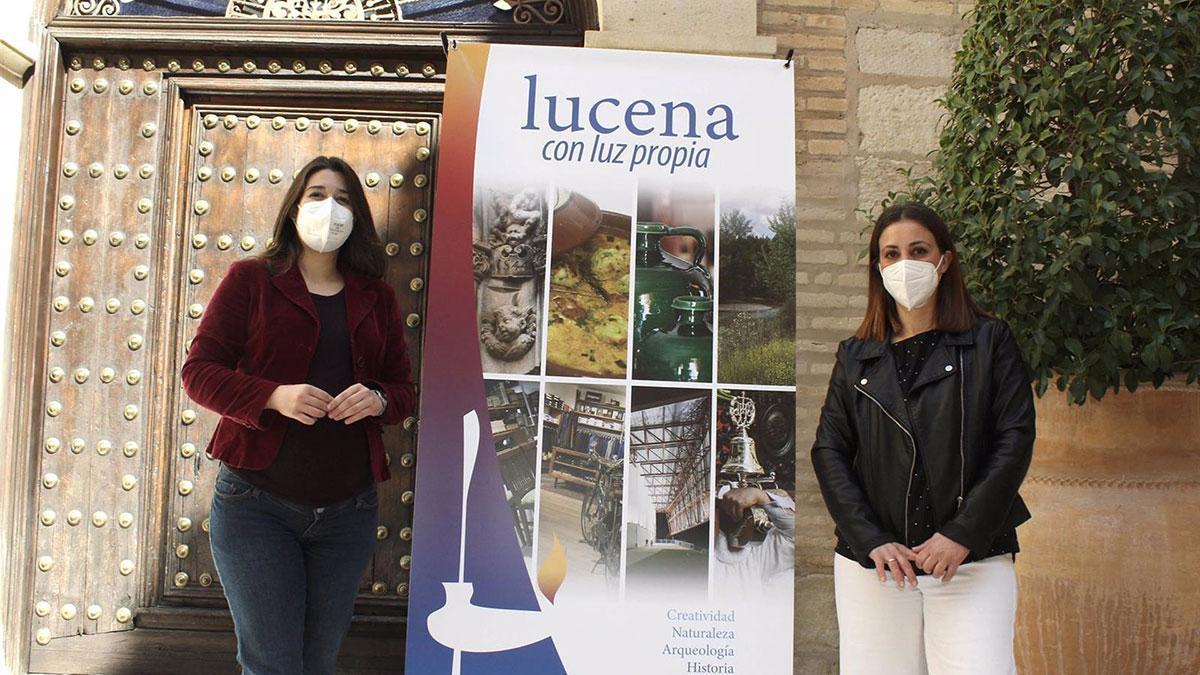 La concejala de Turismo y Promoción Local en el Ayuntamiento de Lucena, Teresa Alonso (izda.), y la presidenta del CIT Subbética, María Camacho.