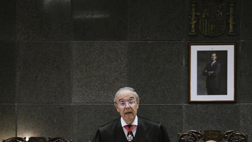 El fiscal general de Canarias, Vicente Garrido (c), durante su intervención en el acto oficial de apertura del año judicial en el archipiélago, que se ha celebrado hoy en el Tribunal Superior de Justicia de Canarias. EFE/Quique Curbelo