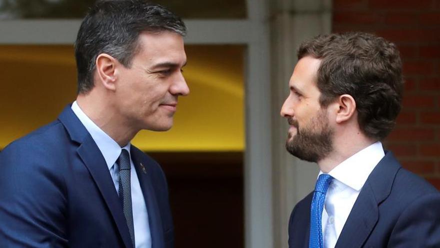 Casado exige a Sánchez renunciar a la mesa de diálogo con Torra inhabilitado