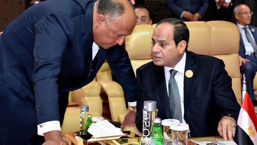 Al Sisi reemplaza a ministros de Defensa e Interior en nuevo Gobierno egipcio