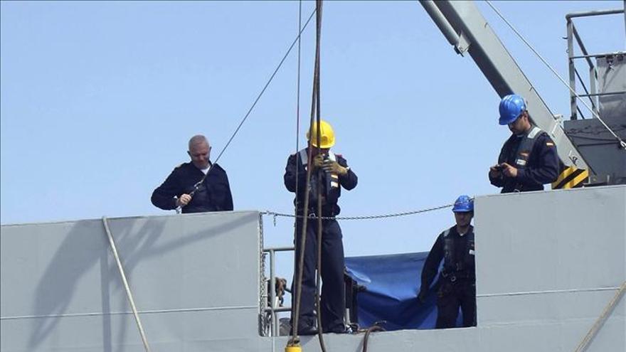 Buzos de la Armada y de Salvamento se ejercitan en el rescate de una aeronave