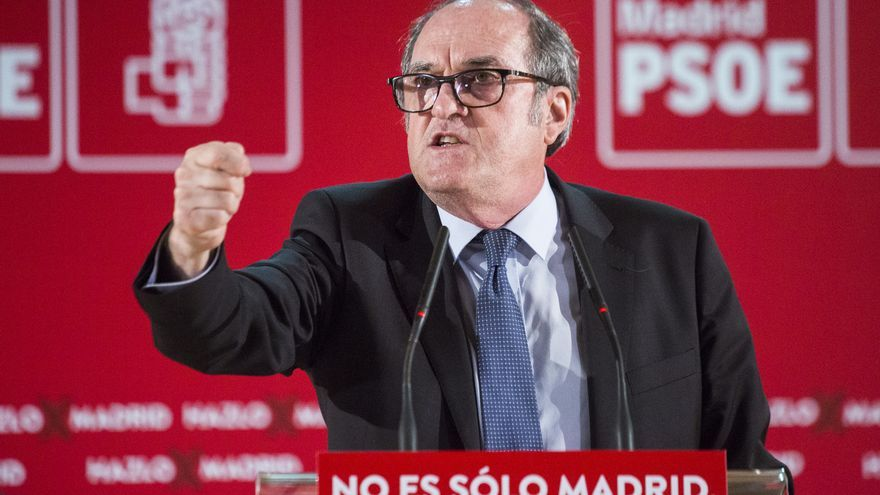 El candidato socialista a la Presidencia de la Comunidad de Madrid, Ángel Gabilondo, durante un acto electoral en Fuenlabrada (Madrid), a 26 de abril de 2021, en Madrid (España). Este es el primer acto electoral al que acude la ministra tras recibir un so