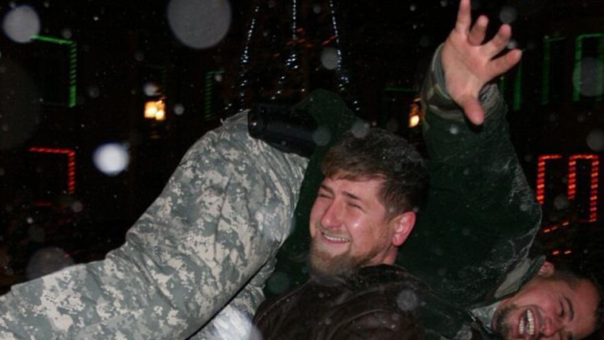 Kadirov, con su jefe de seguridad.