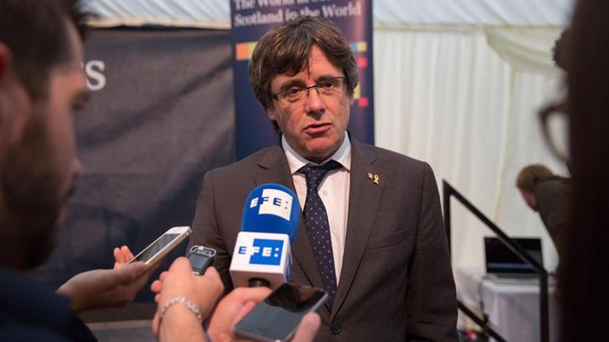 Puigdemont ironiza sobre la participación en la consulta sobre el cambio de horario en la UE