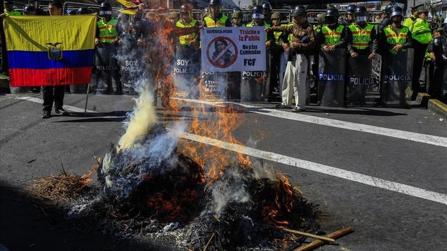 La Asamblea de Ecuador impide la candidatura a la reelección de Correa y desata protestas