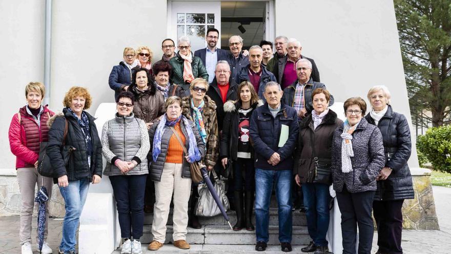 Los alumnos del taller recibieron la visita del alcalde y de la concejala de Servicios Sociales.