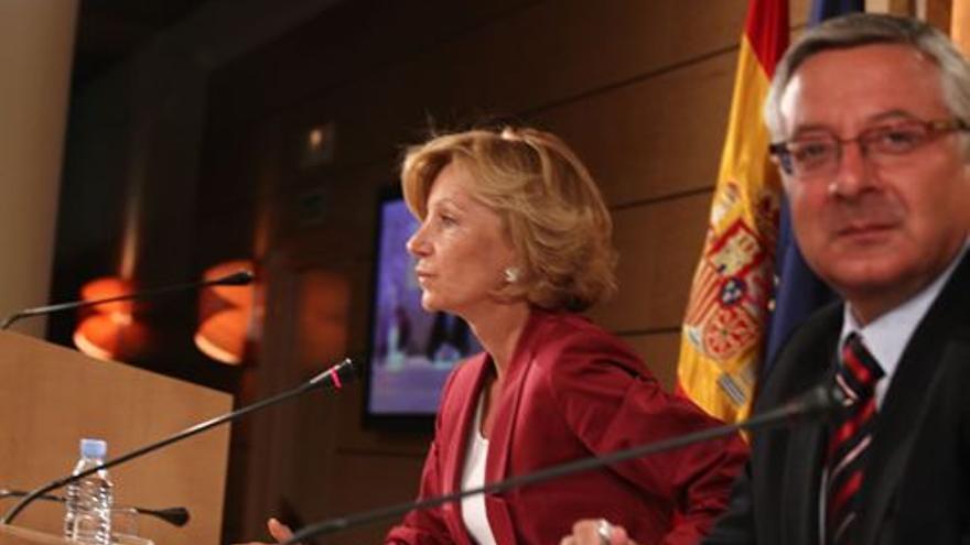 Elena Salgado y José Blanco. (EUROPA PRESS)