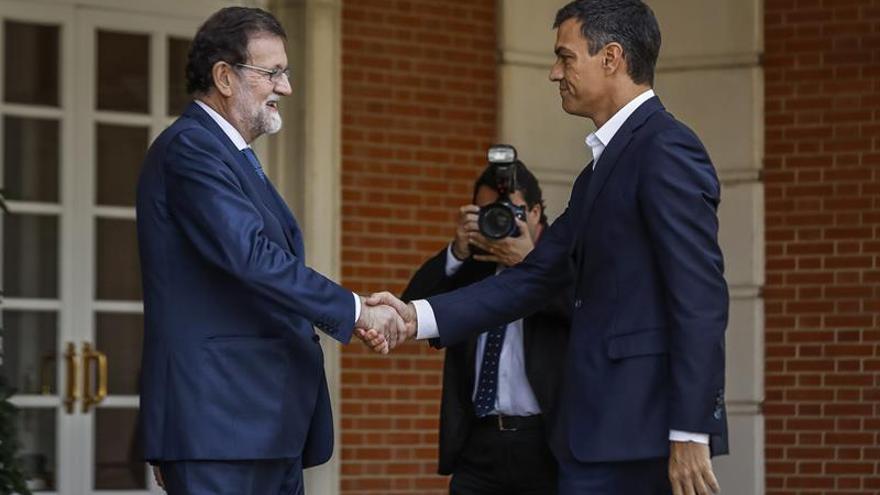 Rajoy, tras verse con Sánchez: Juntos defenderemos la democracia en Cataluña