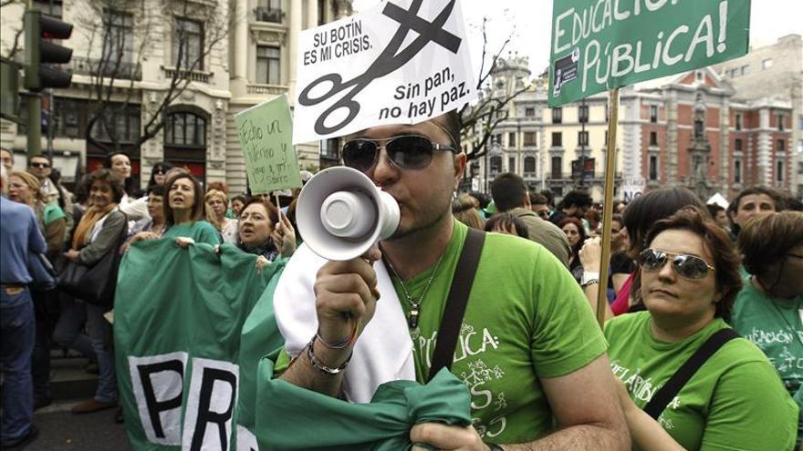 Miles de manifestantes contra la reforma de Wert durante la huelga educativa