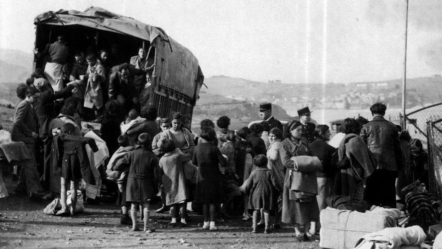 Refugiados en Port Vendre tras pasar la frontera francesa en la Guerra Civil española